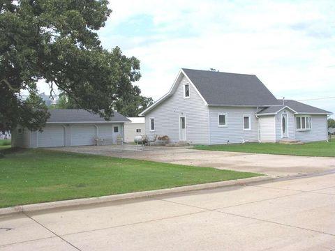208 8th St, Riceville, IA 50466