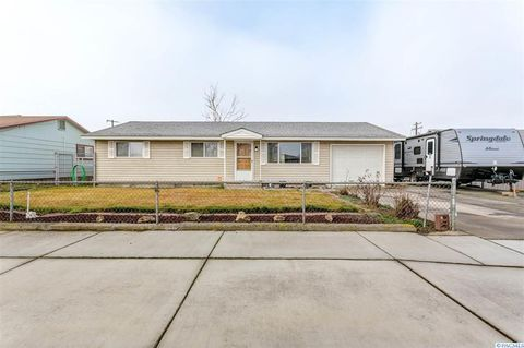 755 S Almira Ave, Connell, WA 99326