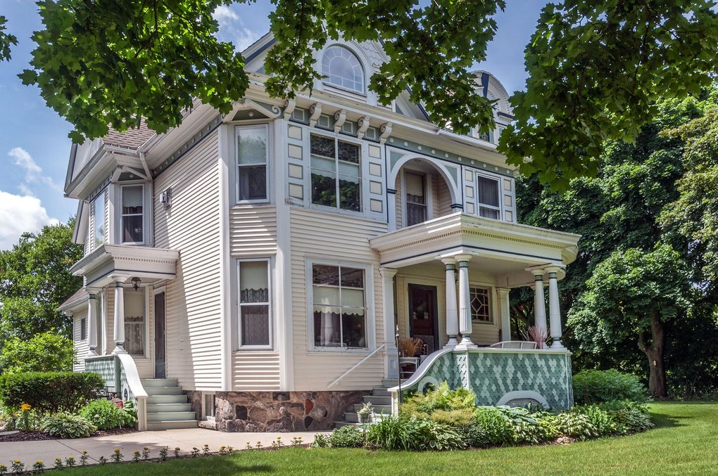 101 James St, Wales, WI 53183