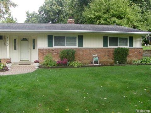 3730 Hutchins Hill Dr, West Bloomfield Township, MI 48323