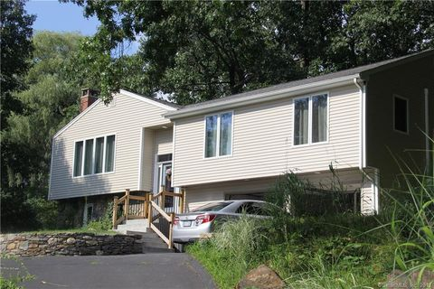 Photo of 307 Grissom Rd, Manchester, CT 06042
