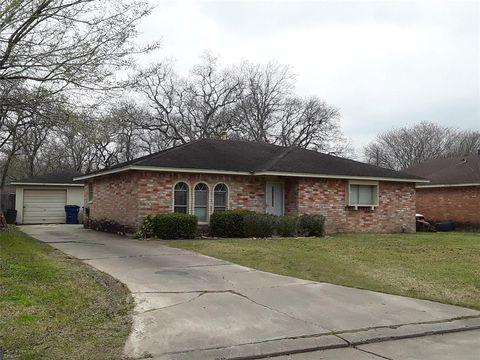 Photo of 1306 Northview Ct, Angleton, TX 77515