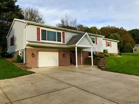 138 Country Side Ln, Johnstown, PA 15904