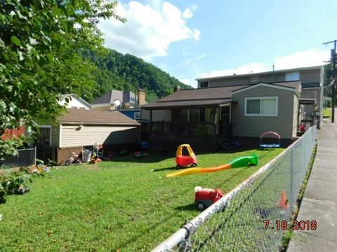 108 110 Walnut St, Man, WV 25635