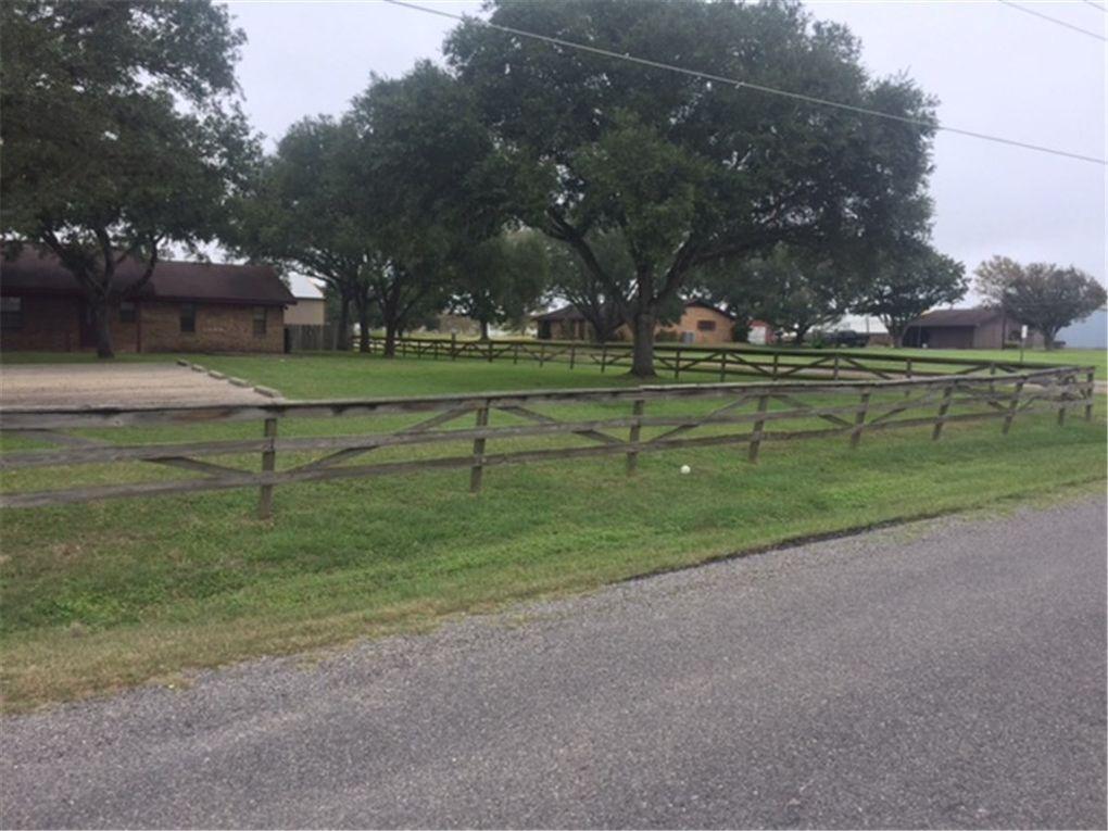 110 County Road 200, Hallettsville, TX 77964
