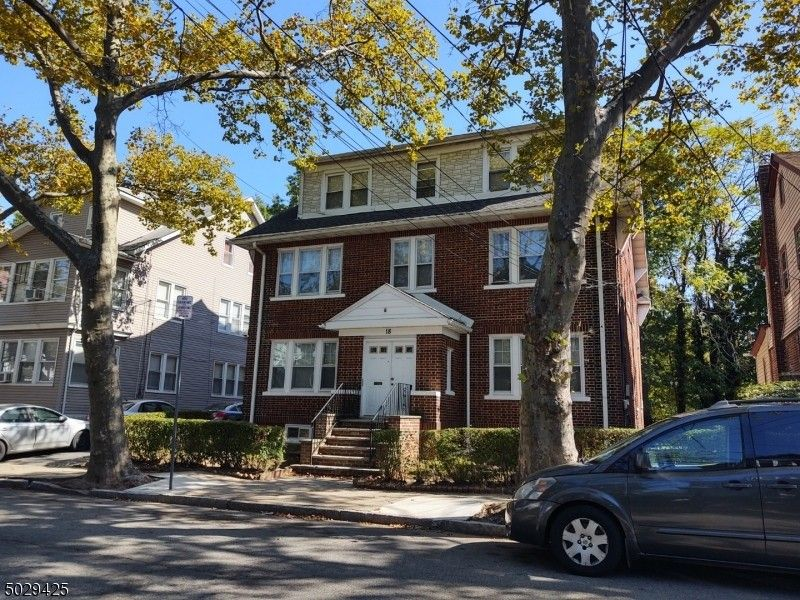 16 Poe Ave Newark, NJ 07106