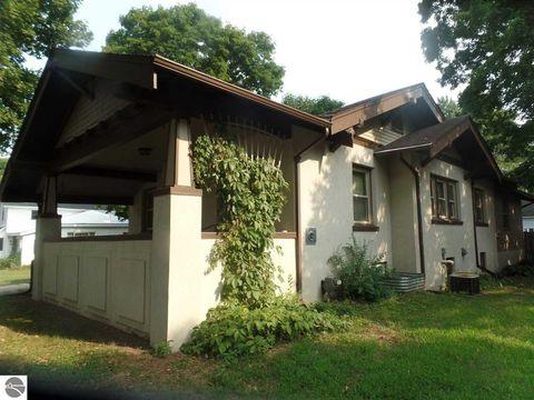 Photo of 203 W Hall Rd, Shepherd, MI 48883