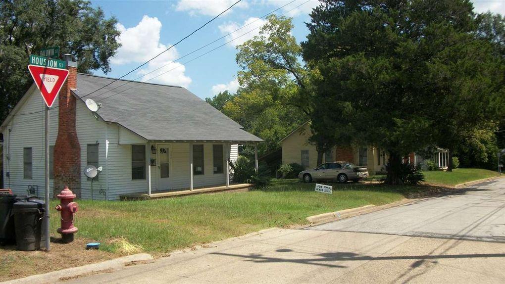 308 Houston St, Center, TX 75935