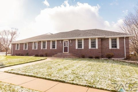2317 S Roosevelt Ave, Sioux Falls, SD 57106