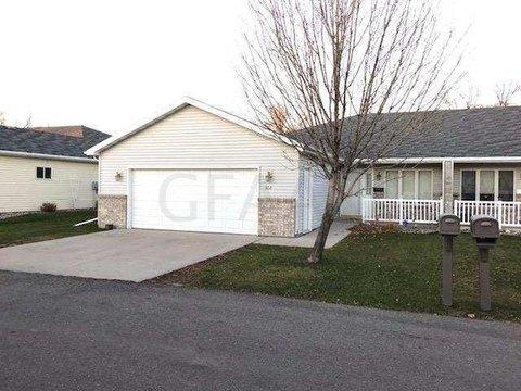 412 Crestwood Ct Se, East Grand Forks, MN 56721