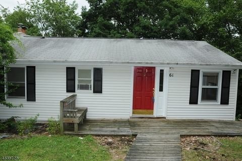 61 Lakeview Dr, Wantage Township, NJ 07461