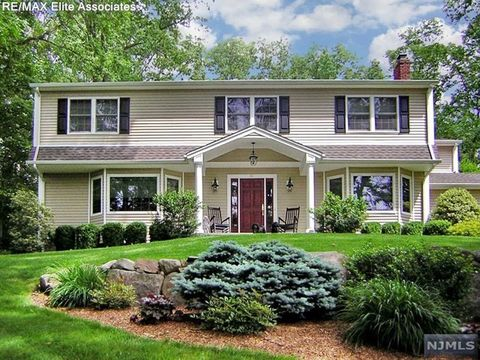 41 Shield Dr, Woodcliff Lake, NJ 07677