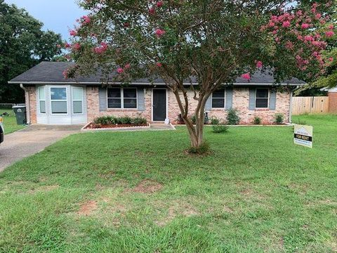 Photo of 4662 Cyril Dr, Pace, FL 32571