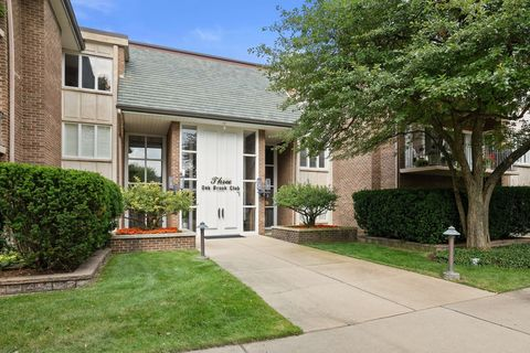 3 Oak Brook Club Dr Apt E307, Oak Brook, IL 60523