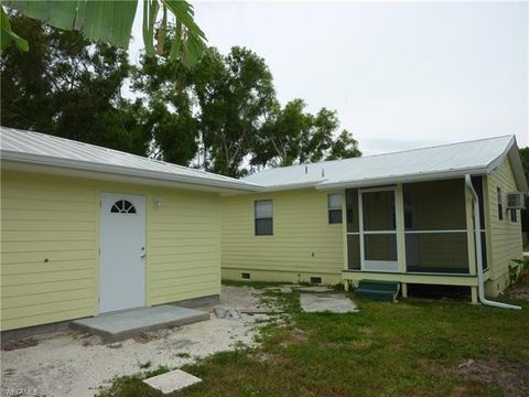 7091 Sundiet Blvd, Bokeelia, FL 33922