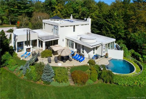 11 Mohawk Ln, Greenwich, CT 06831