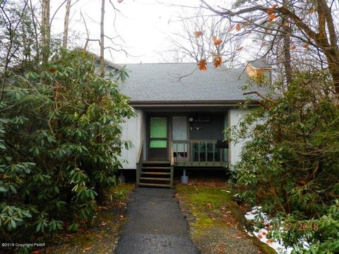 Photo of 3 Ski Side Ct, Tannersville, PA 18372