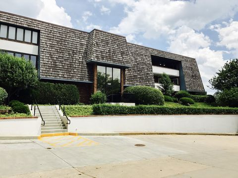 Photo of 150 Red Top Dr Apt 201, Libertyville, IL 60048