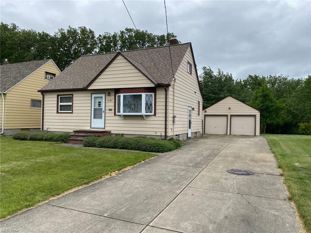 16380 Shelby Dr Brook Park, OH 44142