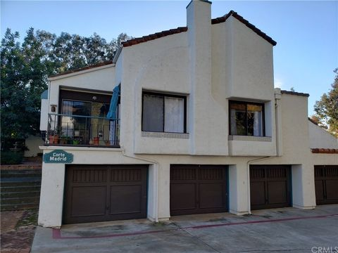 Photo of 1955 Sunset Dr Unit 77, Escondido, CA 92025