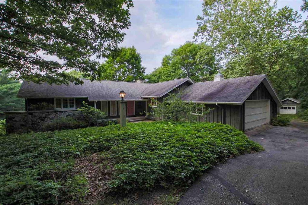 1928 Lewis Rd, Mount Horeb, WI 53572