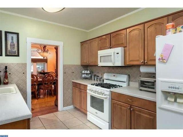 4793 Oak Ter  Pennsauken  NJ 08109   Kitchen4793 Oak Ter  Pennsauken  NJ 08109   realtor com . Discount Kitchen Cabinets Pennsauken Nj. Home Design Ideas