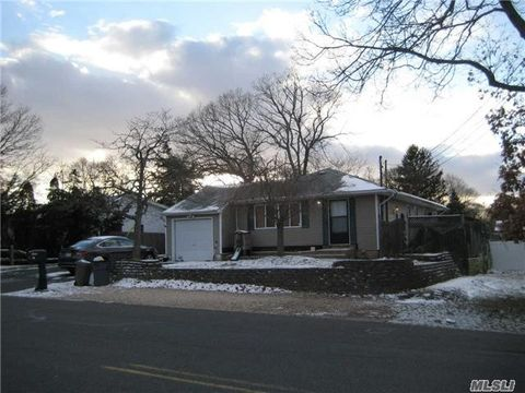 98 Blue Point Rd, Selden, NY 11784