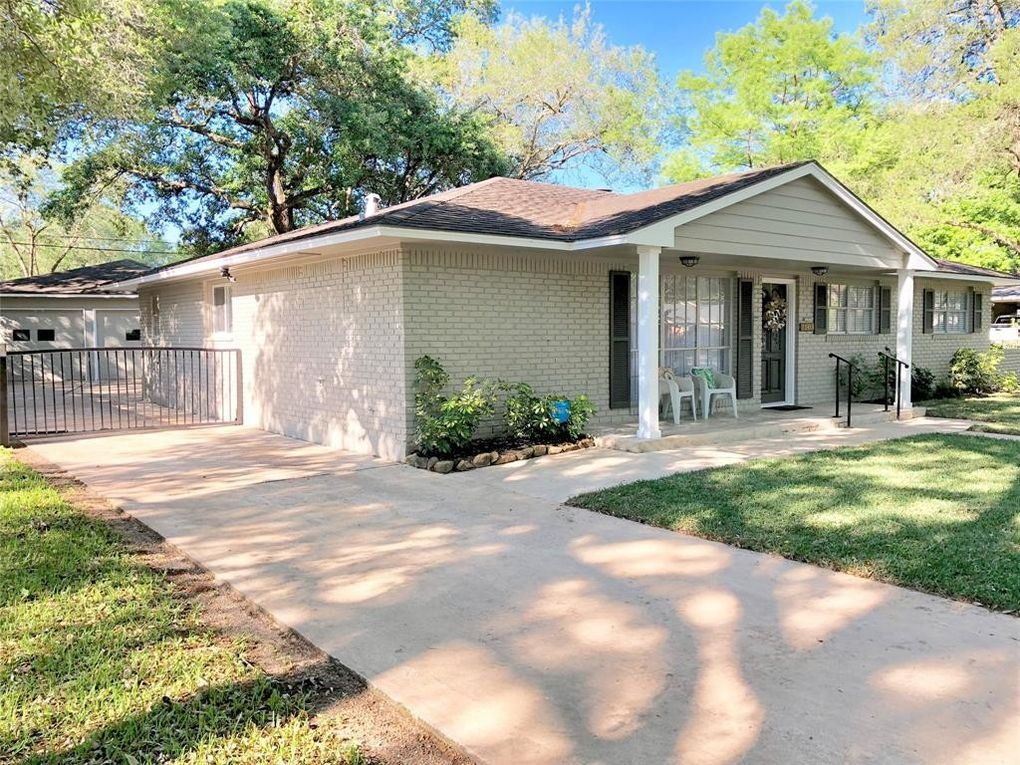 2509 Oak Dr, Bay City, TX 77414