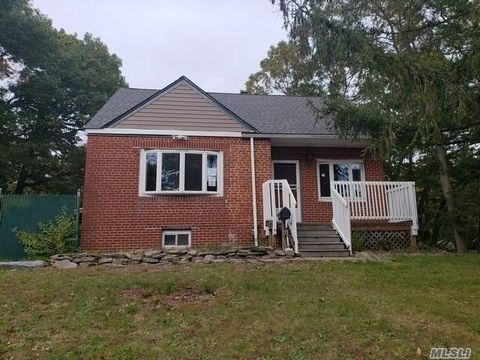 725 Muncey Rd, West Islip, NY 11795