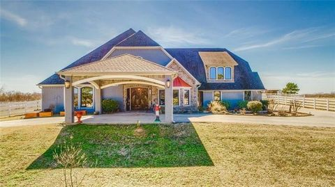 23561 Champion Dr, Lindale, TX 75771