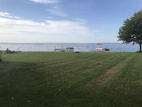 8589 E Houghton Lake Dr, Houghton Lake, MI 48629