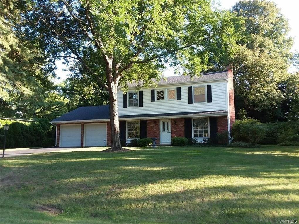 348 Walnut Ln, Youngstown, NY 14174