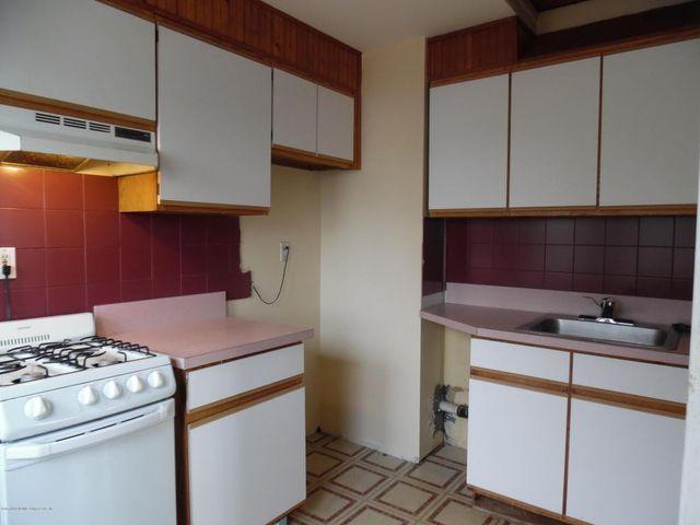 112 Gower St  Staten Island  NY 10314   Kitchen. 112 Gower St  Staten Island  NY 10314   realtor com