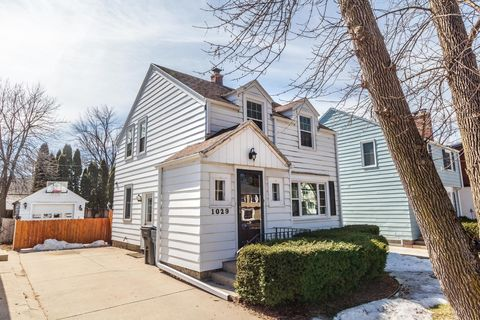 Photo of 1029 E Colfax Pl, Whitefish Bay, WI 53217