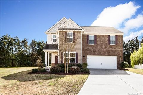Photo of 12534 Dove Meadow Dr, Charlotte, NC 28278