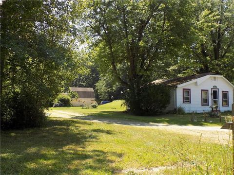 7279 E Lake Rd, Harborcreek, PA 16511