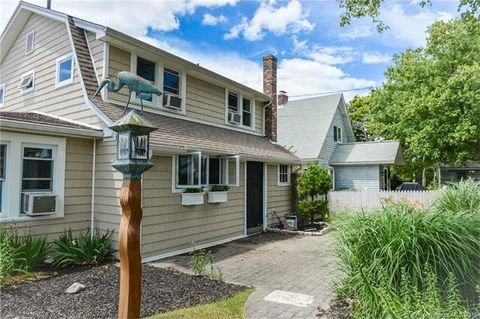 232 Shore Rd, Waterford, CT 06385