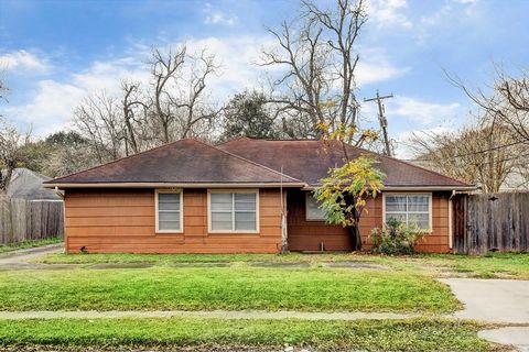 Photo of 8322 Dunlap St, Houston, TX 77074