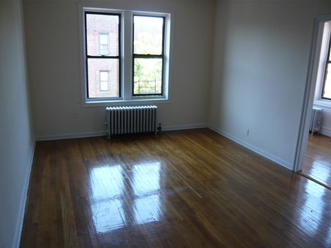 Photo of 2184 Barnes Ave Apt 654, Bronx, NY 10462