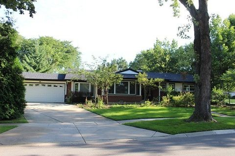 298 Peach Tree Ln, Elk Grove Village, IL 60007