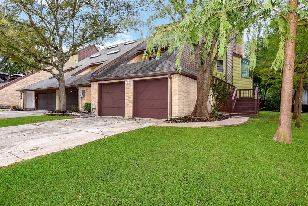 134 Moss Point Dr, Friendswood, TX 77546