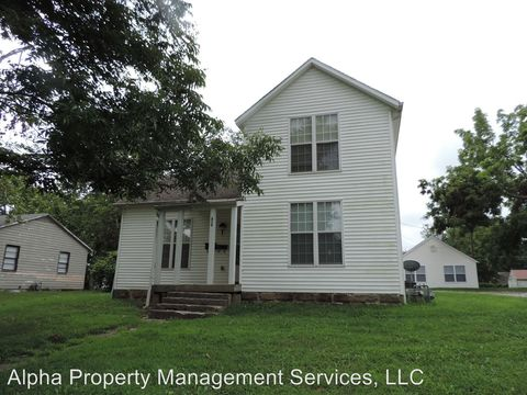 Photo of 614 Broad St, Warrensburg, MO 64093