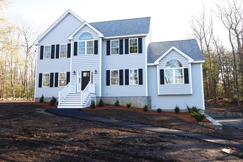 Photo of 873 Salem St, Groveland, MA 01834