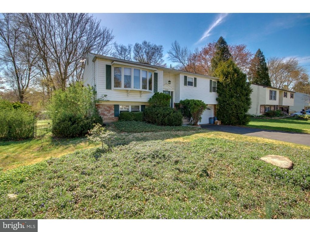 1182 Barness Dr Warminster, PA 18974