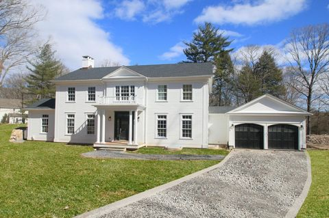 1 Carriage Rd, Cos Cob, CT 06807
