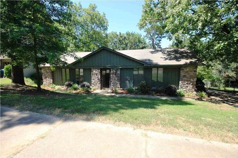 Photo of 11824 Pleasant Forest Dr, Little Rock, AR 72212