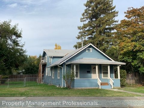 Photo of 322 Sw K St, Grants Pass, OR 97526
