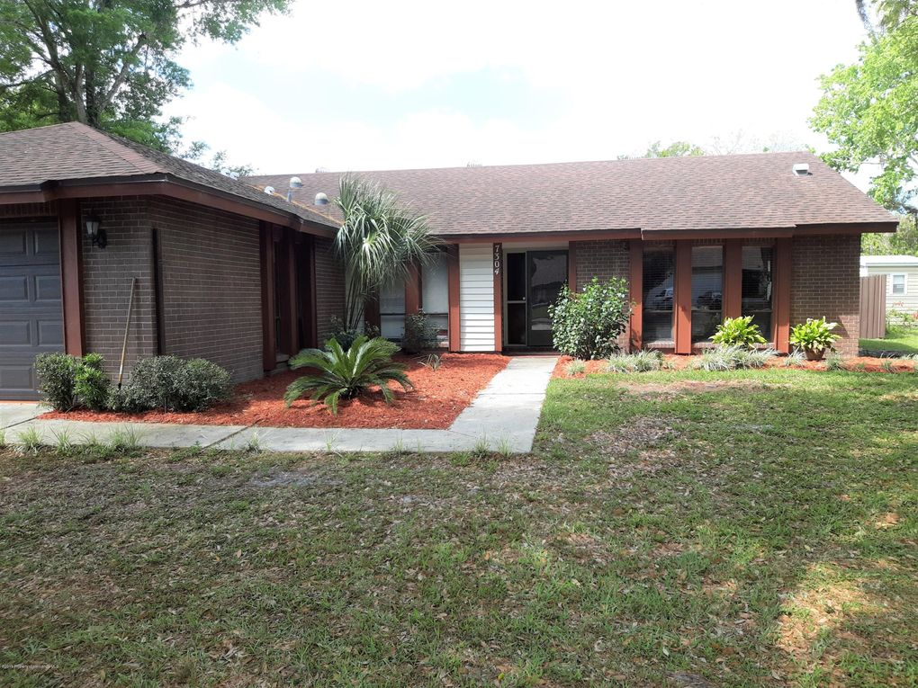 7304 Windsor Mill Rd, Hudson, FL 34667
