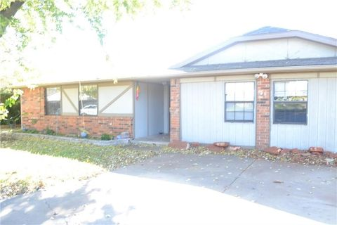 moore ok 5 bedroom homes for sale realtor com rh realtor com Townhouses In Oklahoma City Homes for Rent Oklahoma City OK