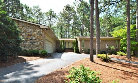 375 Stoneyfield Dr, Southern Pines, NC 28387